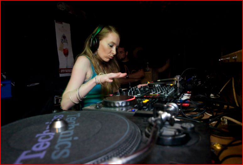 TOP UK FEMALE SELECTOR, LADY LYRICAL, GETS READY FOR HER JAMAICAN